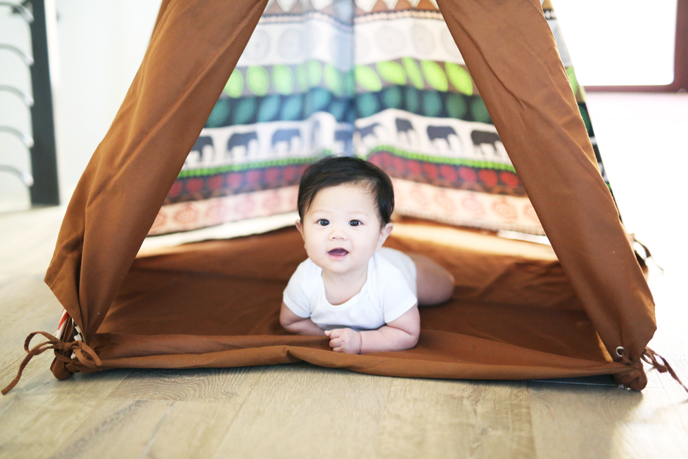 love and lemonade photography; los angeles family photographer; los angeles family photography; family photos; nina suh lance; los angeles mommy blogger; los angeles lifestyle blogger; los angeles parenting blog; sage pole teepee tent; milo and gabby; cute teepees for kids; kids teepees; innobaby; teepee tents